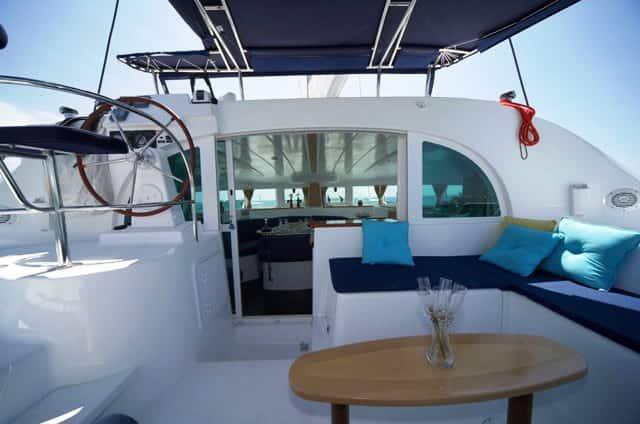 Exteriores Alquiler catamaran ibiza Lagoon 380