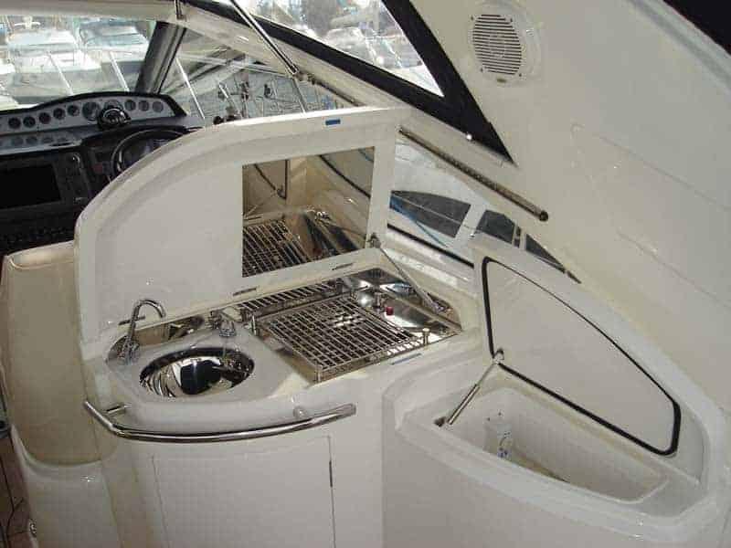 Alquiler de lancha en ibiza princess v42 ibizaboats for Mueble bar exterior