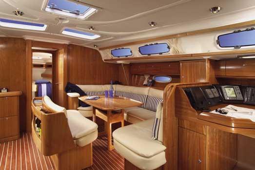 Alquiler veleros Ibiza Bavaria 46 interior