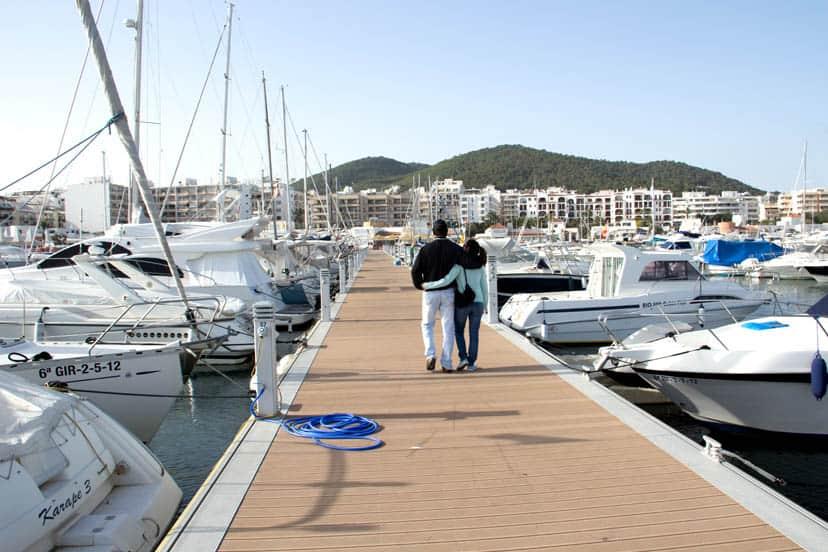 El puerto deportivo de santa eulalia en ibiza ibizaboats - Restaurantes en el puerto de ibiza ...