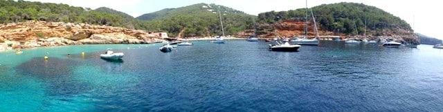 cala_saladeta_barcos_ibiza